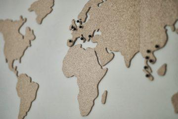 kurken wereldkaart aan de muur