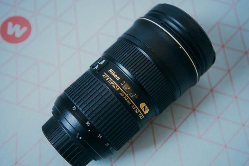 nikon-24-70-mm-f2-8-zijkant