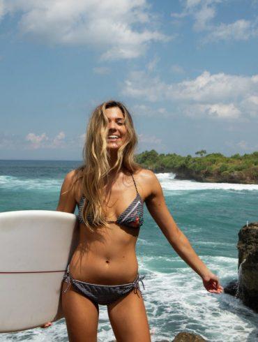 Zomerbikini met surfboard Protest