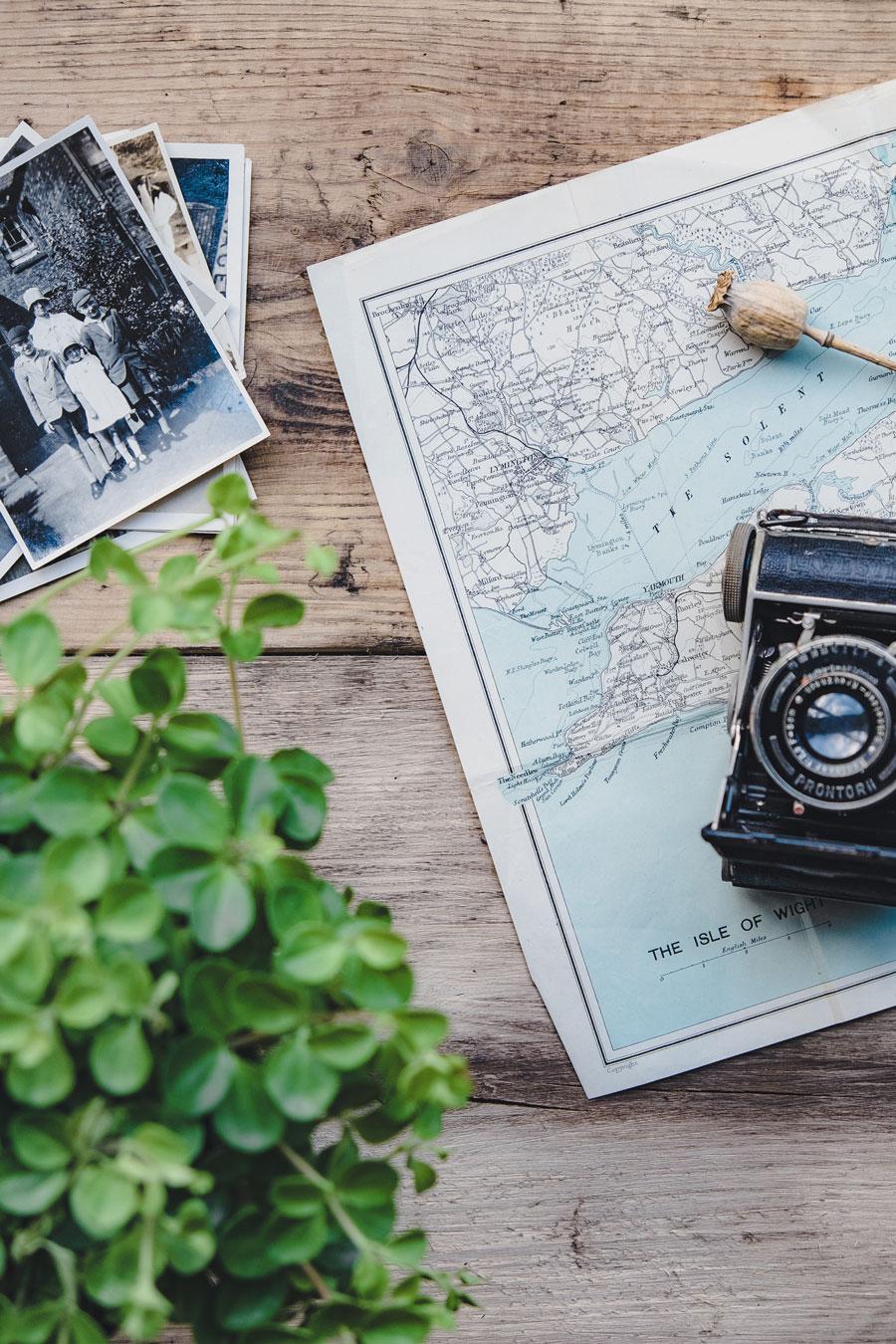 Wereldreis kaart en fotocamera