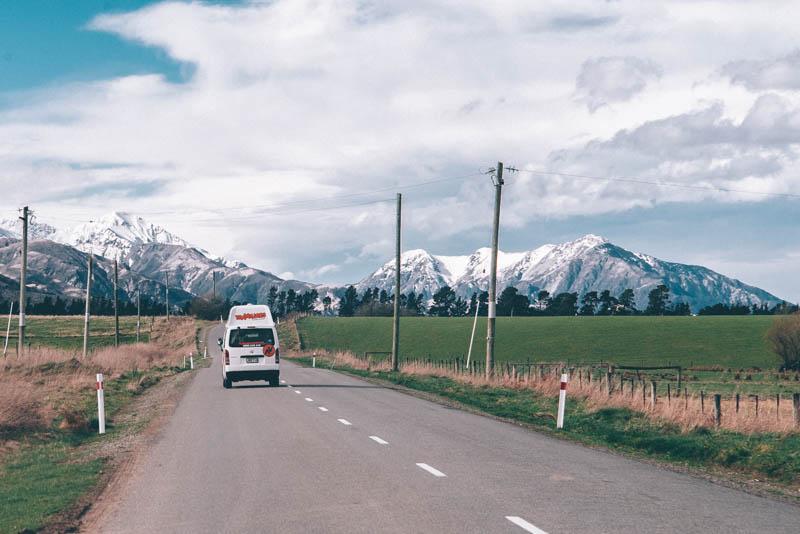 travellers autobarn op de weg