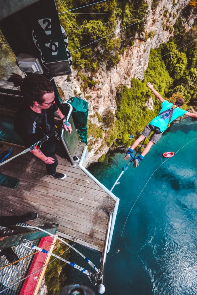 bungeejumpen boven Lake Taupo