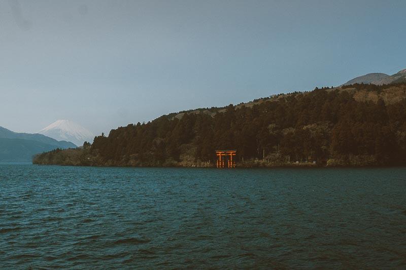 Lake Ashi shrine met uitzicht over Mount Fuji