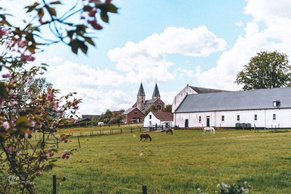 boerderij en kerk uitzicht