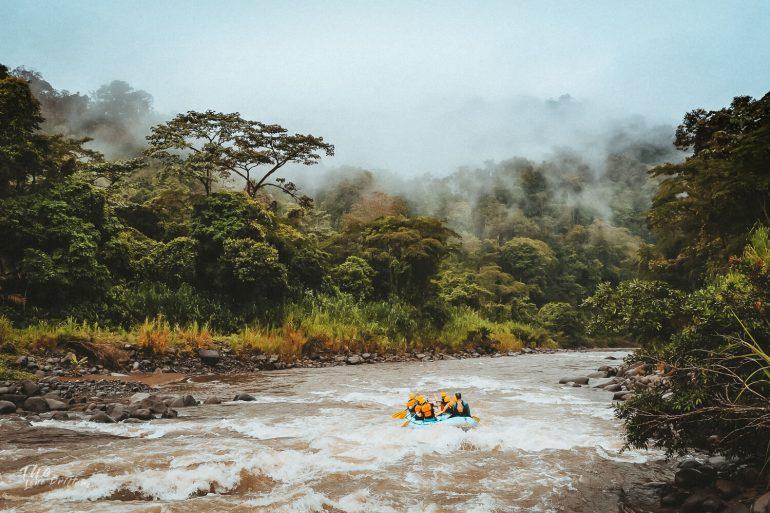Raften op rivier in Costa Rica