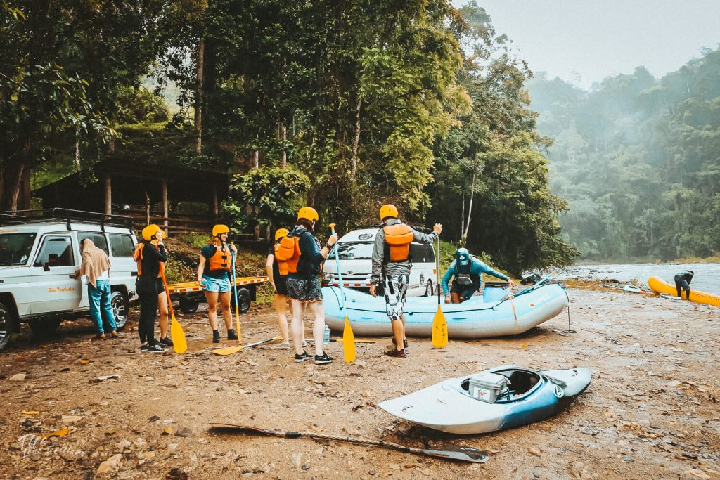 raftbootje bij Pacuare rivier Costa Rica