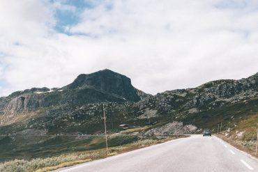 uitzicht vanuit de auto op Jotunheimen