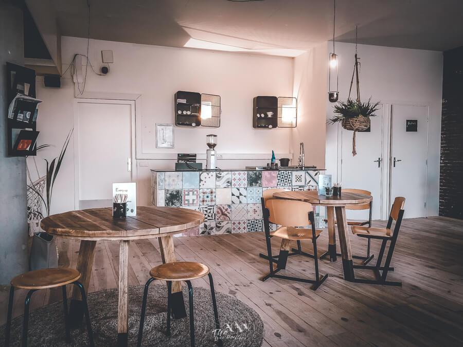 Tafels en stoelen van Coffee break cafe Groningen