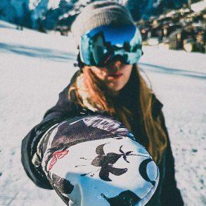 Skier met bril van Oakley