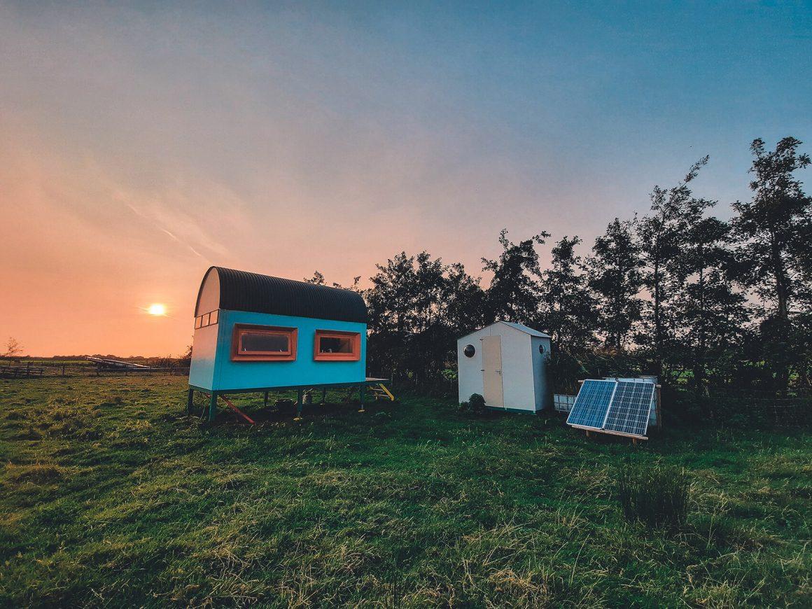 Vogelaar hut met zonsondergang