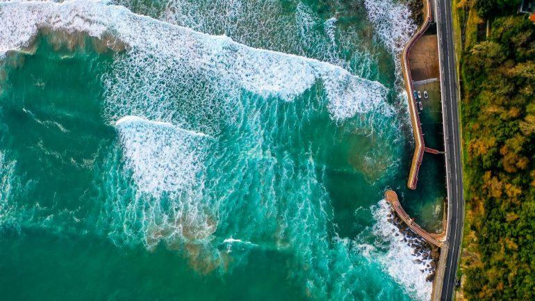 Dronefoto van de Franse kust