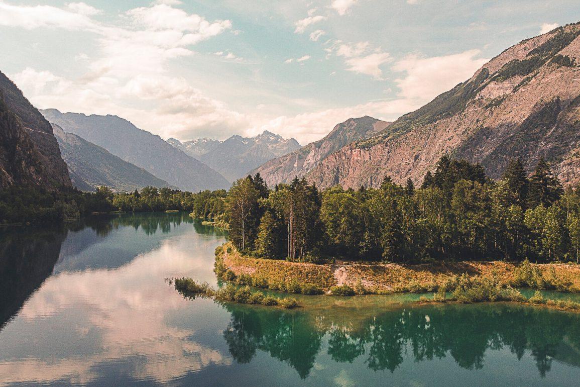 Dronefoto meer in Bourg D' oisans